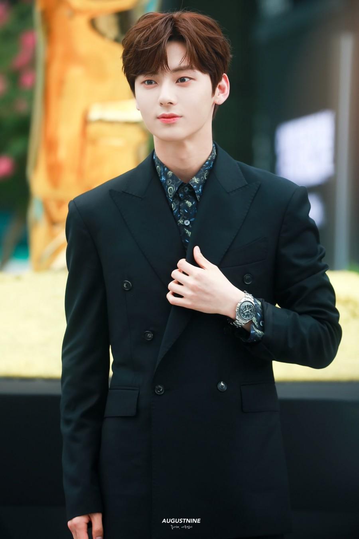 hwang minhyun suit 4