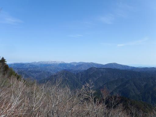 御池岳と奥の伊吹山がよく見える