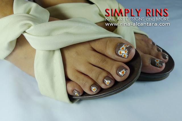 Daisies nail design 03