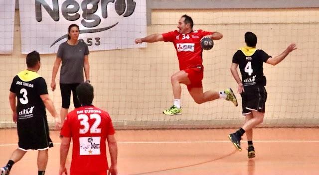 Javi Rojas en el duelo ante Bahía de Almería.