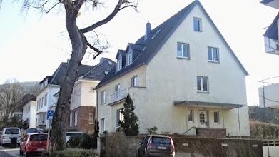 Photo: In diesem Bereich nahe der Buscheystraße gibt es an der Westseite der Christian-Rohlfs-Straße keine unmittelbar erkennbaren Relikte der Vorkriegsbebauung.