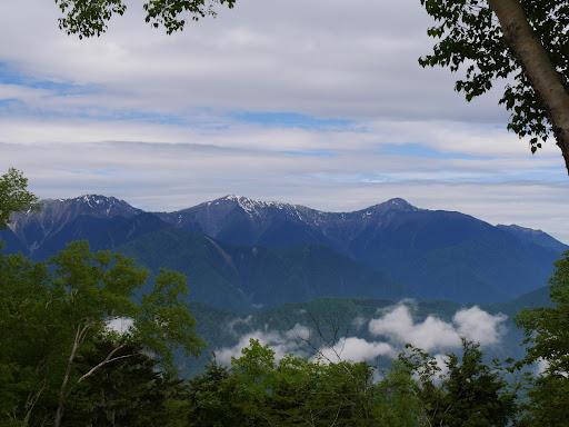 右から北岳・間ノ岳・農鳥岳