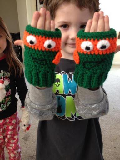 DIYのかぎ針編みの子供の手袋