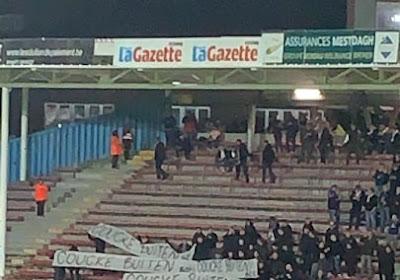 """📷 Anderlecht-fans ontrollen spandoek op Mambourg: """"Coucke buiten"""""""