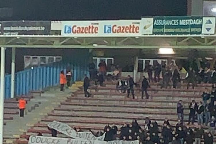 "📷 ""Coucke buiten"" : la banderole des supporters d'Anderlecht au Mambourg"