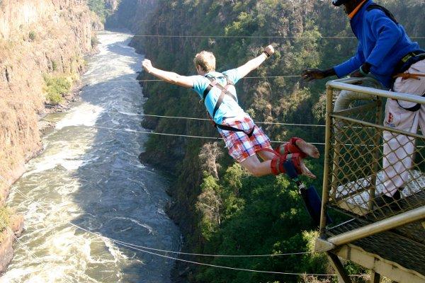 Аттракцион - «прыжок банги»