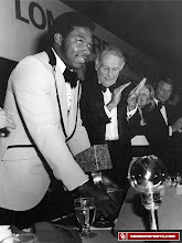 Photo: Lee Roy Selmon accepts the Lombardi Award in 1975.