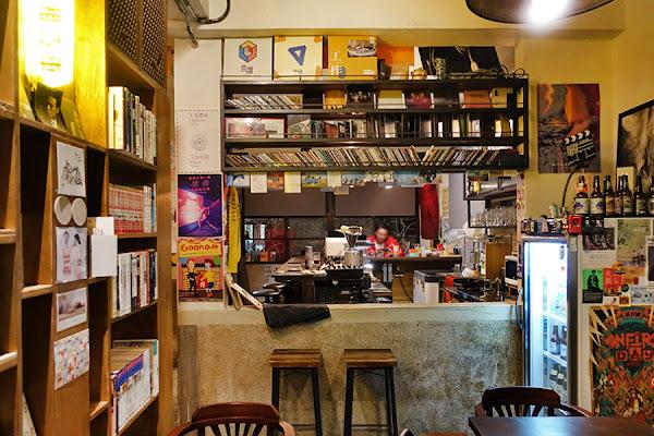 高雄 | 灰咖啡 Hway Coffee 開到深夜,品味慵懶的獨立咖啡館