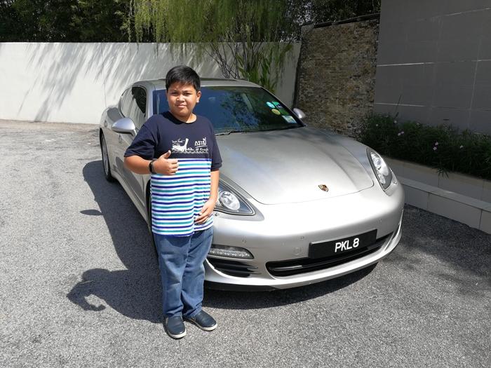 Beri peluang abang Koning merasai pengalaman menaiki Super Car Porsche.