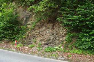 Photo: A műút mellett található feltárás megközelítése és tanulmányozása nehézkes és veszélyes (emiatt bemutatásra nem is igazán alkalmas!)