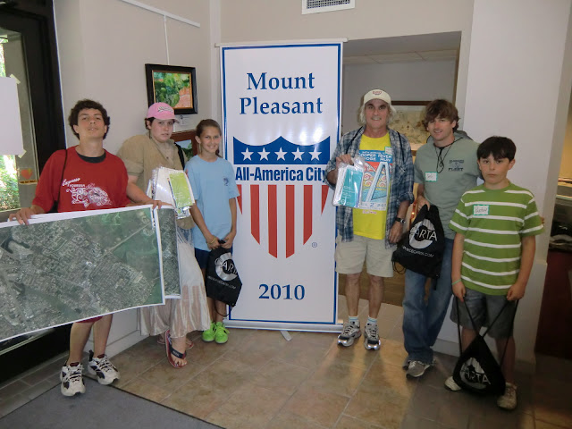 Volunteers headed out from Mt Pleasant Town Hall to raise transit awareness