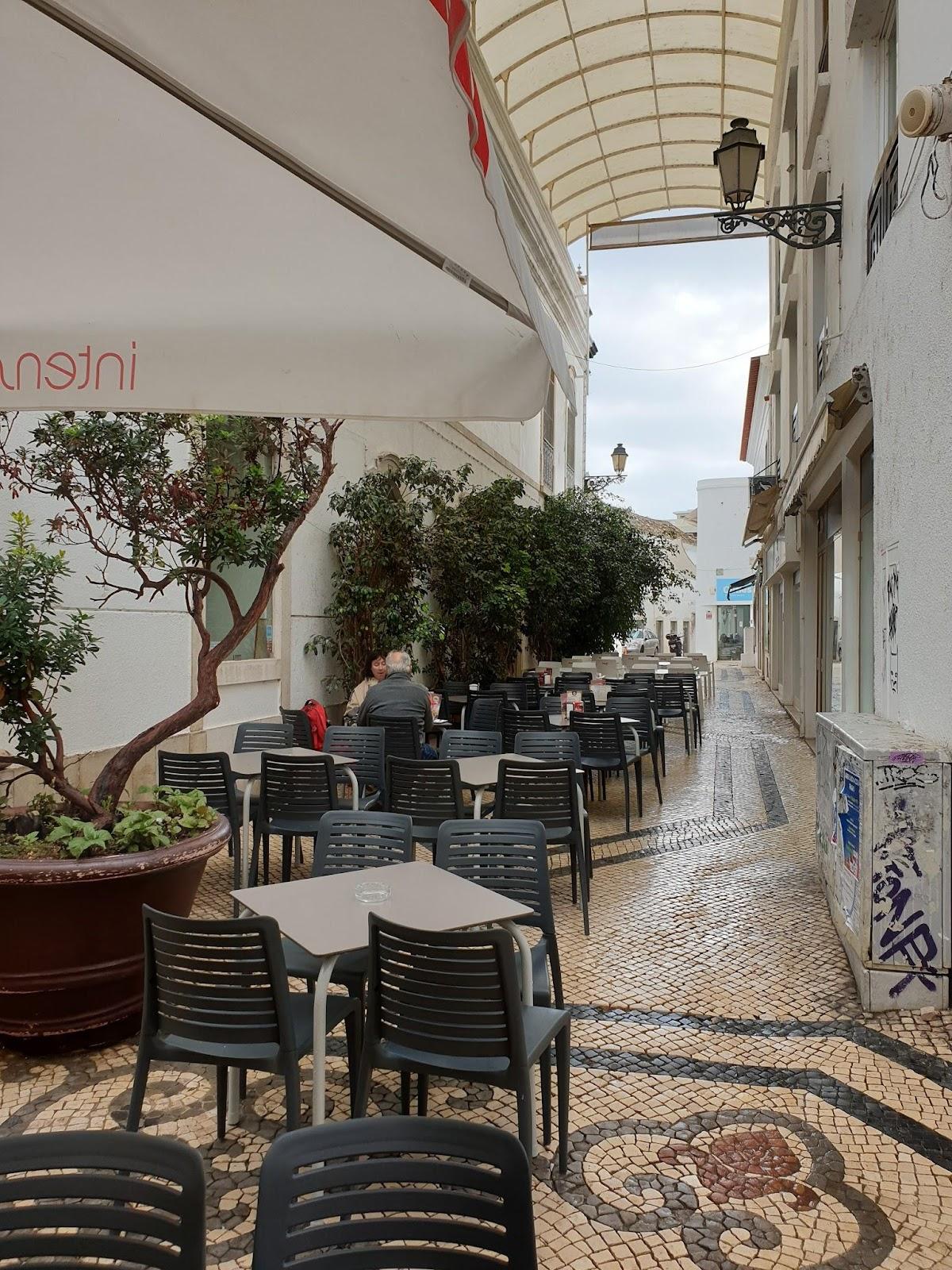 Läsnäolo Ihmiskunta yhteistyötä tarvitaan Faron kävelykadun kahvilat, Faro pedestrian street cafes