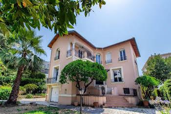 Maison 10 pièces 315 m2