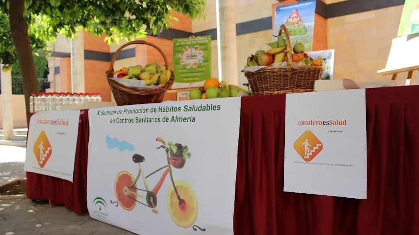 Stand de frutas para concienciar a los ciudadanos