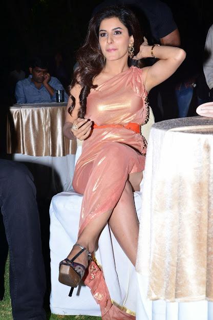 Isha Talwar feet, Isha Talwar legs, Isha Talwar in high heels