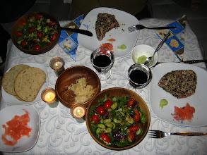 Photo: Siyah ve beyaz susamlı Tuna steak, ginger ve wasabi ile; salata, şarap, permesan. PankCar'da akşam oldu.