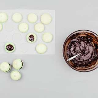 Mint-Chocolate Macarons