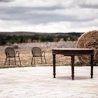 Vecchio tavolo da pranzo e fieno di