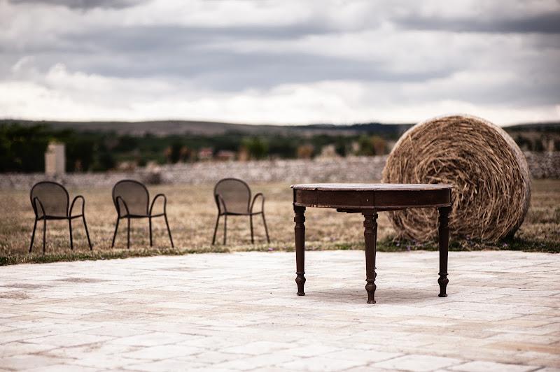 Vecchio tavolo da pranzo e fieno di ZERRUSO
