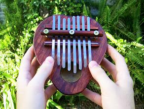 Photo: Kalimba de ocho flejes, una octava completa. Afinada en Sol Mayor.