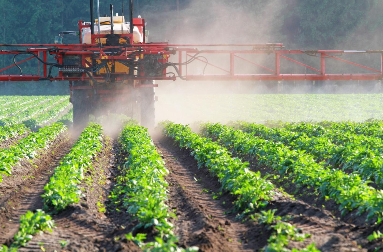 C:\Users\Хозяин\Desktop\работы\Pesticide_spraying_tractor.jpg