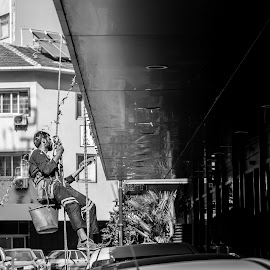 On the air by Grigoris Koulouriotis - People Professional People ( water, work, black and white, freeze, turkey, street scene, working, shot, man, izmir, street photography )