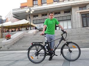 Photo: Tomáš Řeháček s e-kolem půjčeným od Elbikes.  Autor: Sylva Švihelová
