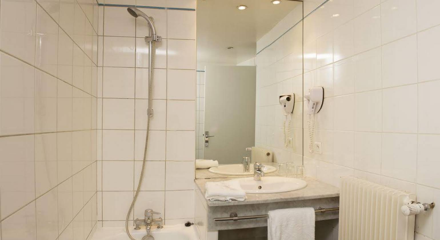 Hotel Ours Blanc - Place Victor Hugo