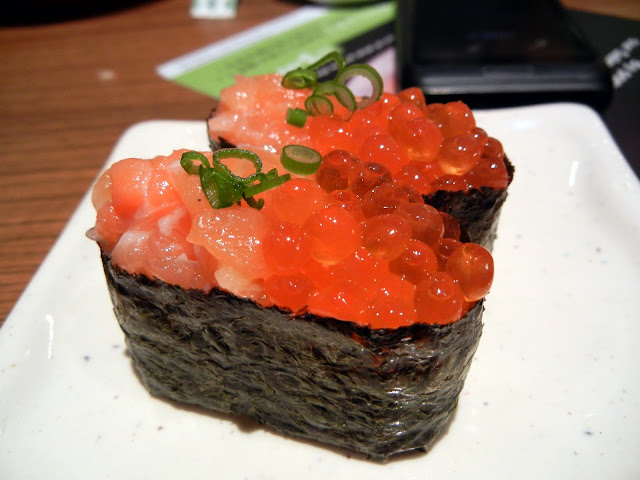 Salmon Ikura Gunkan Sushi