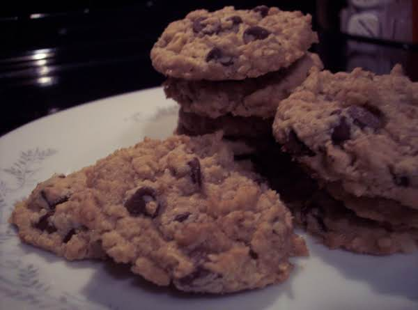 Mom's Chocolate Chip Oatmeal Cookies