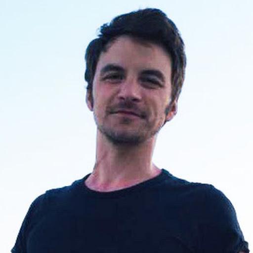Fabien participe au Run in Reims pour soutenir la vie associative des personnes avec un handicap mental de L'Arhe à Reims.