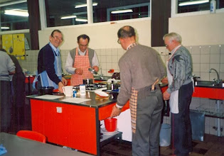 Photo: Kookles in Assen (landbouwvereniging) Het ging er heel gezellig aan toe. v.l.n.r. Anne Hofsteenge, Job Vedder, Sake Graafstra en Hendrik Vedder