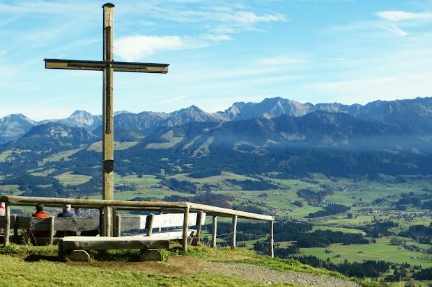 Ofterschwang Ofterschwanger Horn Gipfelkreuz Gunzesried Naturpark Nagelfluhkette Allgäu