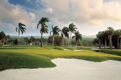 Named Best Caribbean Golf Resort by Caribbean World Magazine, the Half Moon Golf Course appeals to both avid and casual golfers.
