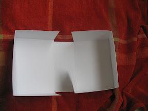 Caja de almeja con varios fallos, pero para ser la primera no me quejo.