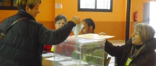 Mesa electoral de Maià de Montcal durant la consulta sobre la independència del 13D.