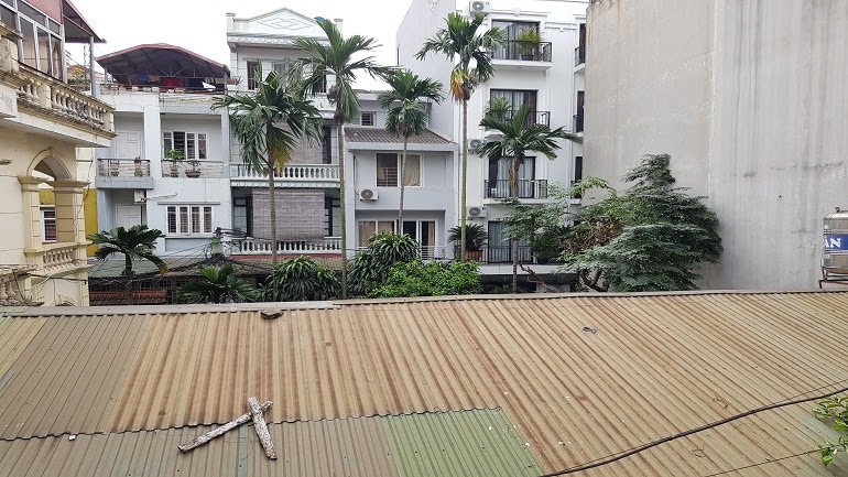 Nice modern studio apartment with balcony in Au Co street, Tay Ho district for rent