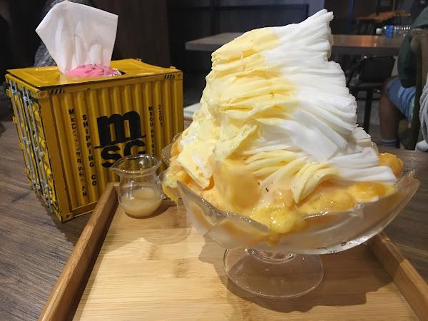 以雪花冰品來說,是間平價又CP高的店,冰非常綿密,牛奶味濃郁且真的好吃,芒果很甜,不必刻意加上煉乳都很好吃
