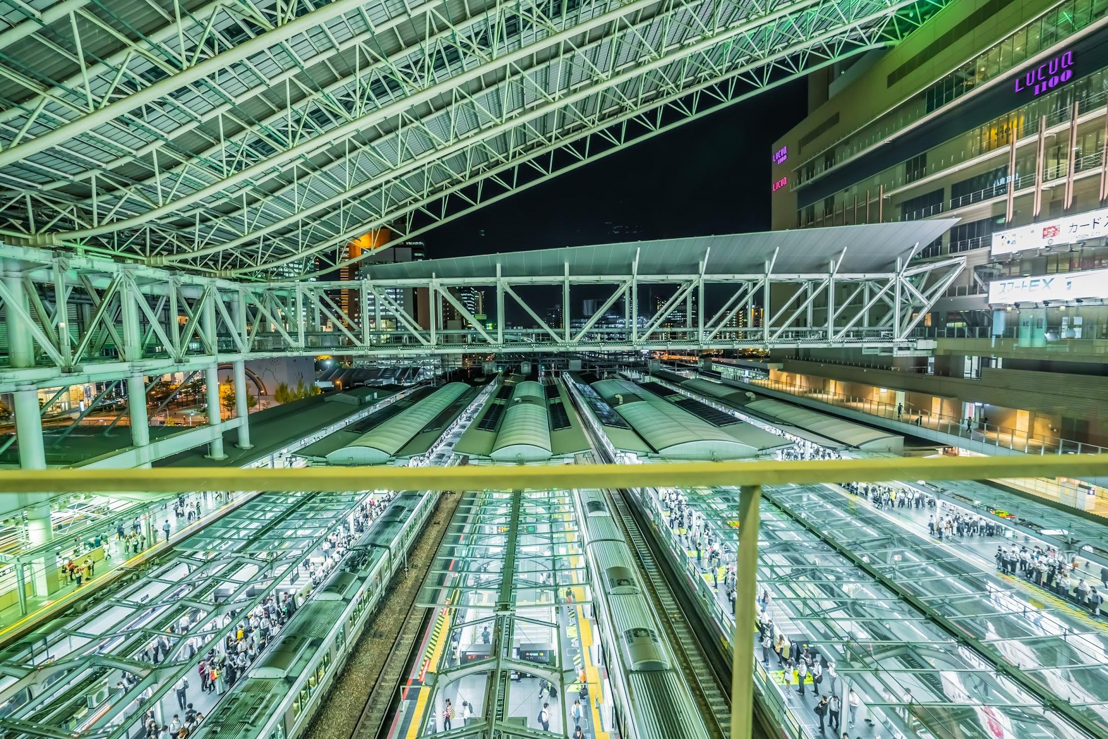 Osaka station platform3