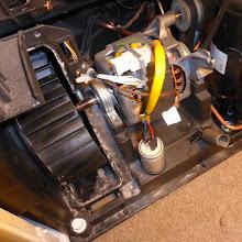 Photo: Und jetzt: Ran an die Motoren! Links ist der Ventilator locker, deshalb.