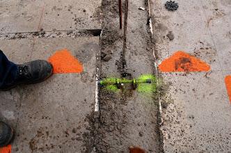 Photo: Voor het stellen van de bekisting worden kimankers gebruikt, dit is een makkelijke maatvoeringsmethode. Het anker wordt tijdens het storten van de vloer (of er nat na)in de vloer gestoken.