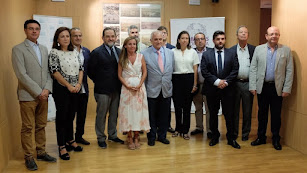 Foto de familia de los representantes de los colegios de Arquitectos y de Ingenieros de Caminos, Canales y Puertos de Andalucía.