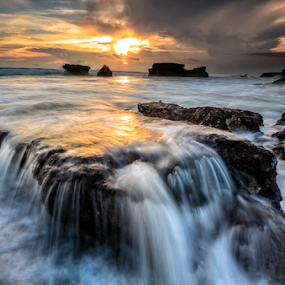 moet by Raung Binaia - Landscapes Beaches