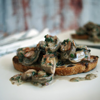 Easy Creamy mushrooms on toast