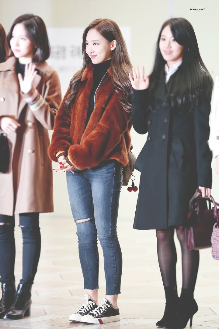 nayeon airport fashion4