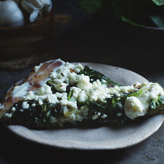 Low-Carb Spinach and Feta Flatbread Pizza.
