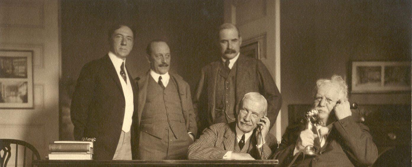 Welles Bosworth, S.B.P. Trowbridge, J.P. Morgan Jr., William Rockefeller e Theodore N. Vail em Jekyll Island.