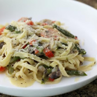Pasta with Asparagus, Cream, and Parmesan Cheese