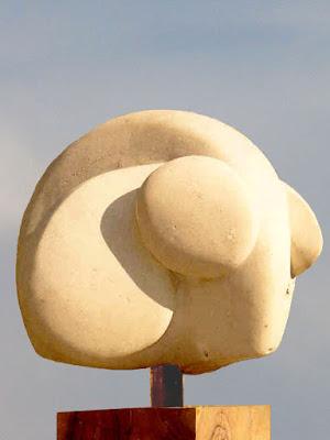 Trois directions ma première sculpture en pierre