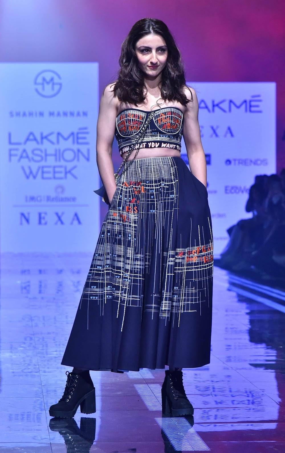 lakme-fashion-week-summer-2020-best-dressed_soha_ali_khan